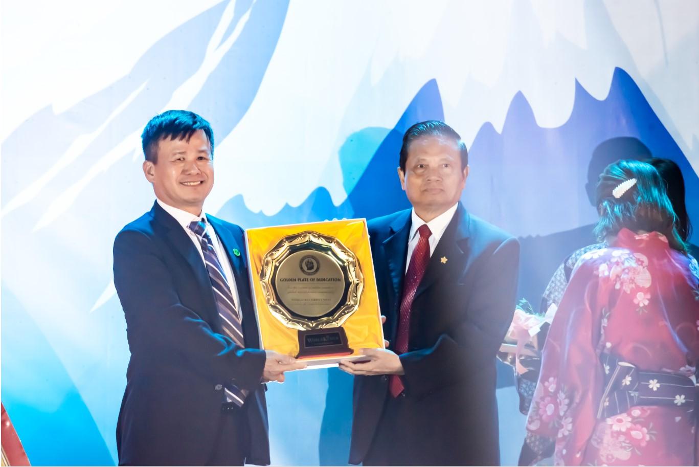 Doanh nhân Phạm Hồng Điệp nhận đãi vàng sáng tạo của Liên đoàn các nhà sáng tạo Thế giới và chính thức trở thành 1 trong những người Việt Nam đầu tiên là thành viên của Liên đoàn