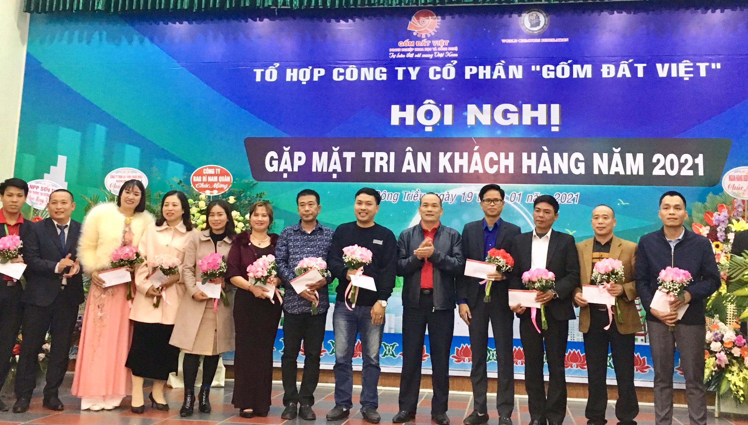 Gốm Đất Việt tặng quà tới TOP 10 đại lý có doanh số cao nhất trong năm 2020