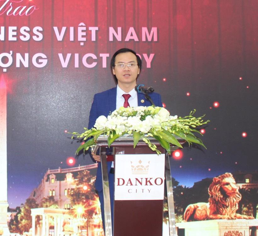 Ông Hoàng Thái Tuấn Anh - Tổng thư ký Tổ chức Kỷ lục Đông Dương, Trưởng VPĐD phát triển các giá trị Kỷ lục miền Bắc đại diện công bố quyết định xác lập Kỷ lục