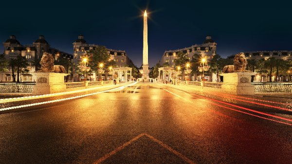 Tọa lạc tại Quảng trường Victoria, tháp biểu tượng tại KĐT Danko City cao 42m uy nguy, sừng sững như một ngọn hải đăng - luôn tỏa sáng trong đêm, dẫn lối cho mọi cư dân, du khách về với trái tim của khu đô thị.