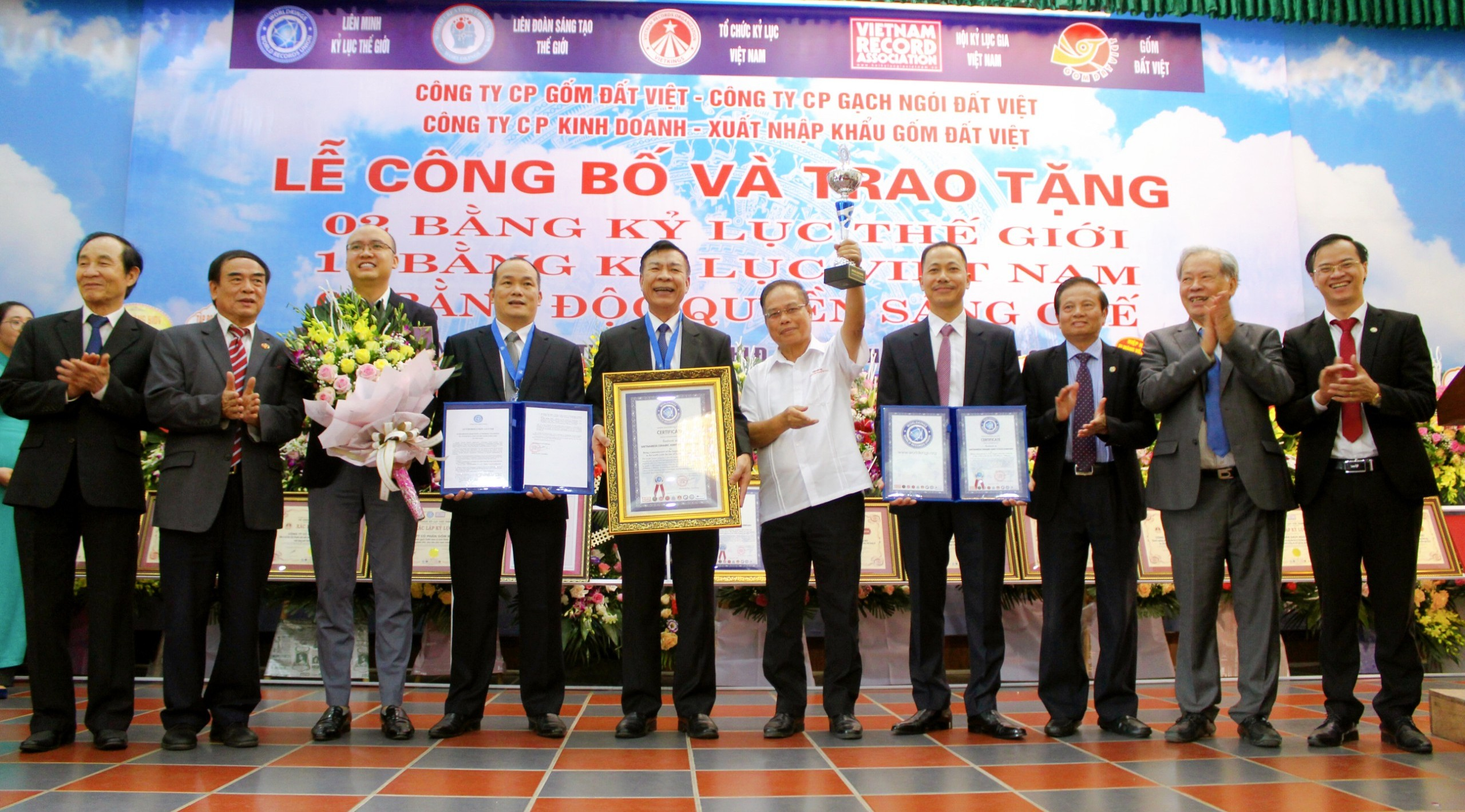 DAT VIET CERAMICS is honored to receive 02 world records.