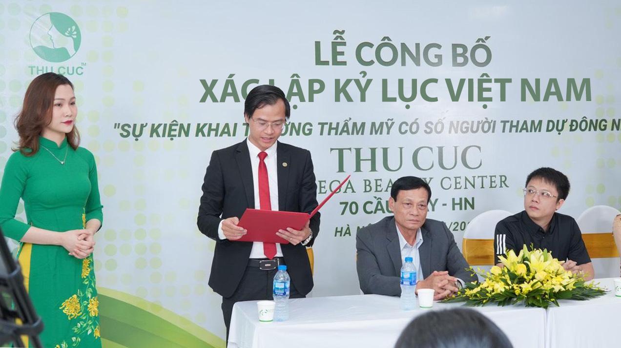 Ông Hoàng Thái Tuấn Anh - Tổng thư ký Tổ chức Kỷ lục Đông Dương, Trưởng đại diện văn phòng Kỷ lục miền Bắc đọc quyết định công nhận Kỷ lục