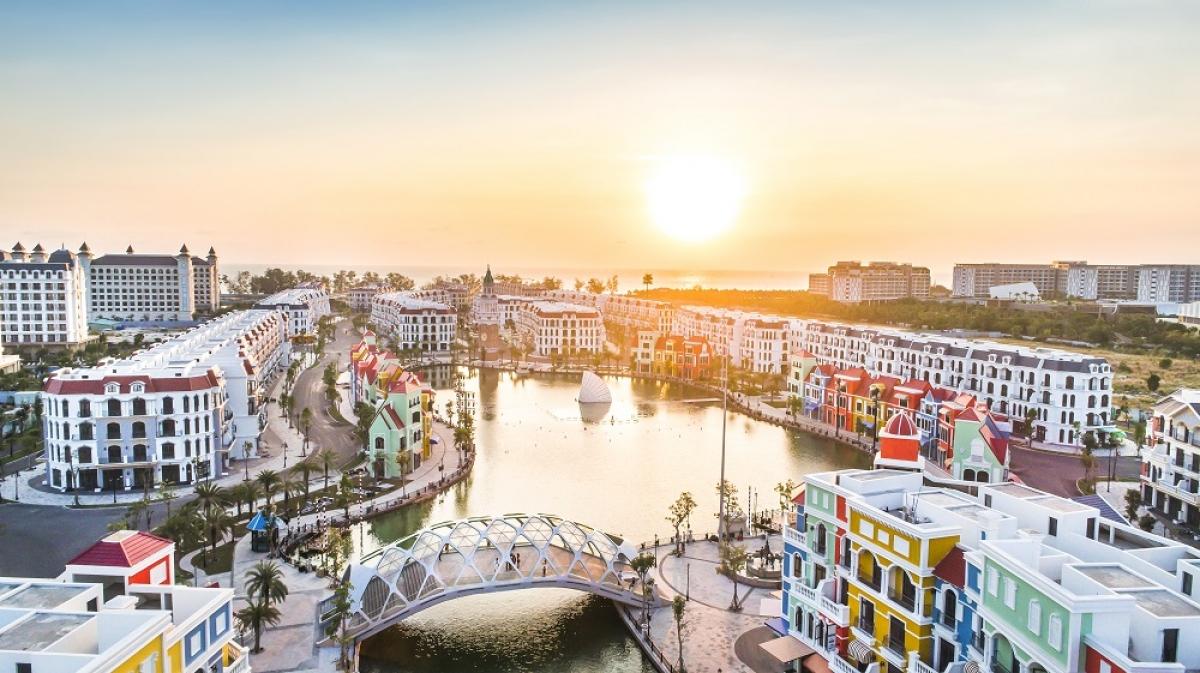 Sự kiện khai trương siêu quần thể giải trí nghỉ dưỡng của Vingroup là dấu ấn quan trọng trong chiến lược phát triển của thành phố, đặc biệt trong thời điểm du lịch toàn cầu đang gặp khó khăn bởi ảnh hưởng của dịch Covid-19. Thành phố sẽ tạo điều kiện thuận lợi để thu hút các dự án đầu tư, với quy mô phong phú, đa dạng hơn