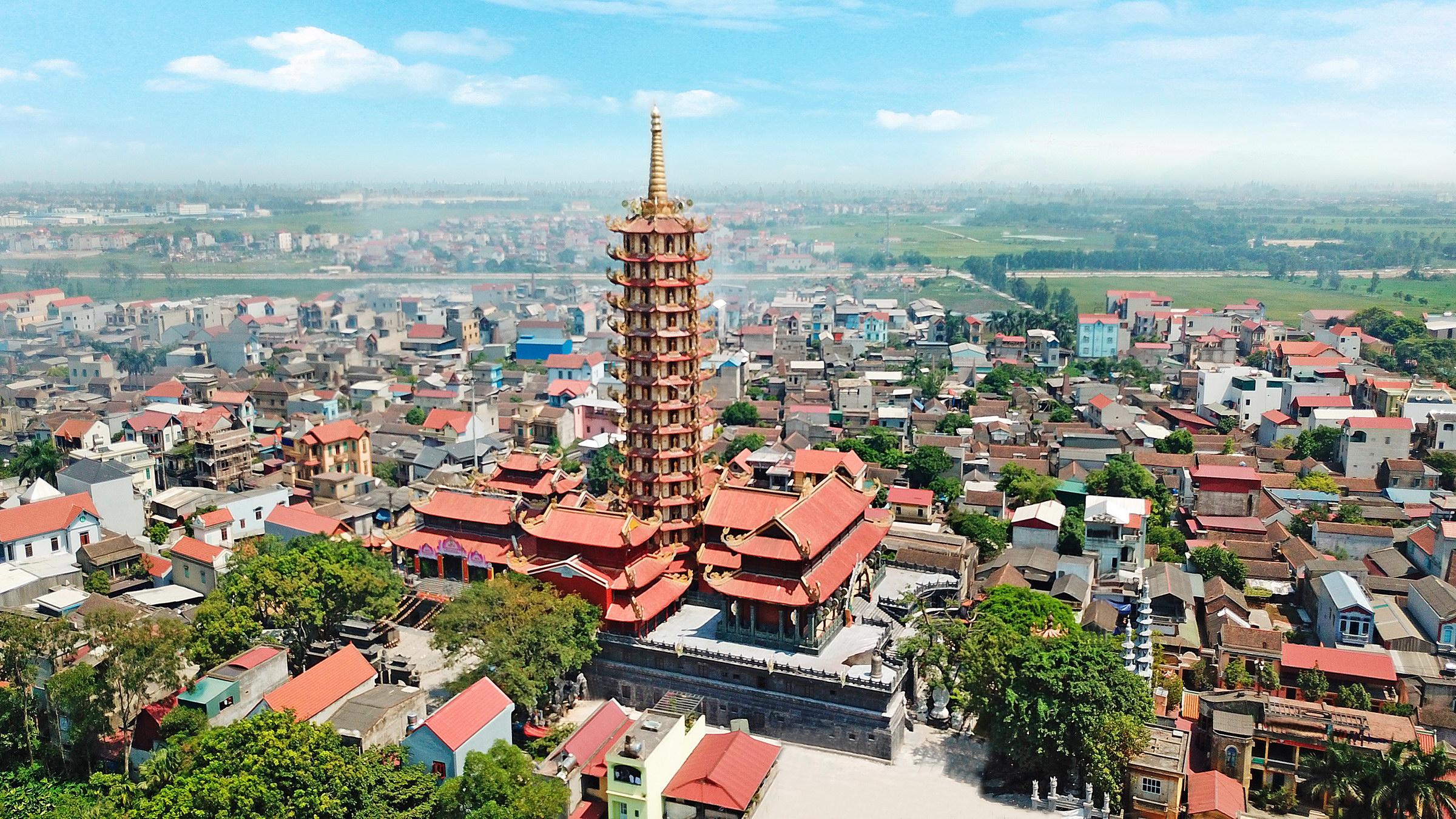 Toàn cảnh Cụm di tích lịch sử Đình Đền tướng Quốc Linh Từ, Chùa Thánh Quang và tòa Tháp Đại Bi Kim Cương.