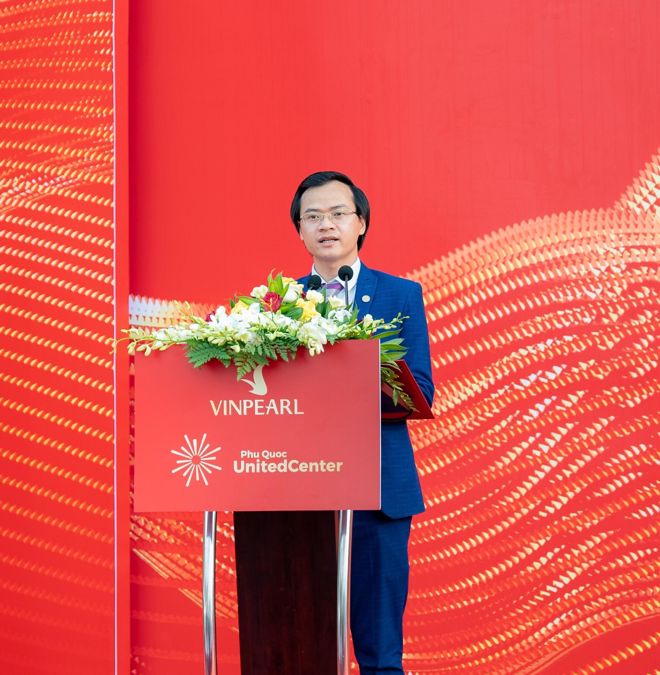 Ông Hoàng Thái Tuấn Anh – Tổng thư ký Tổ chức Kỷ lục Đông Dương, Trưởng VPĐD miền Bắc Tổ chức Kỷ lục Việt Nam đại diện VIETKINGS công bố quyết định.