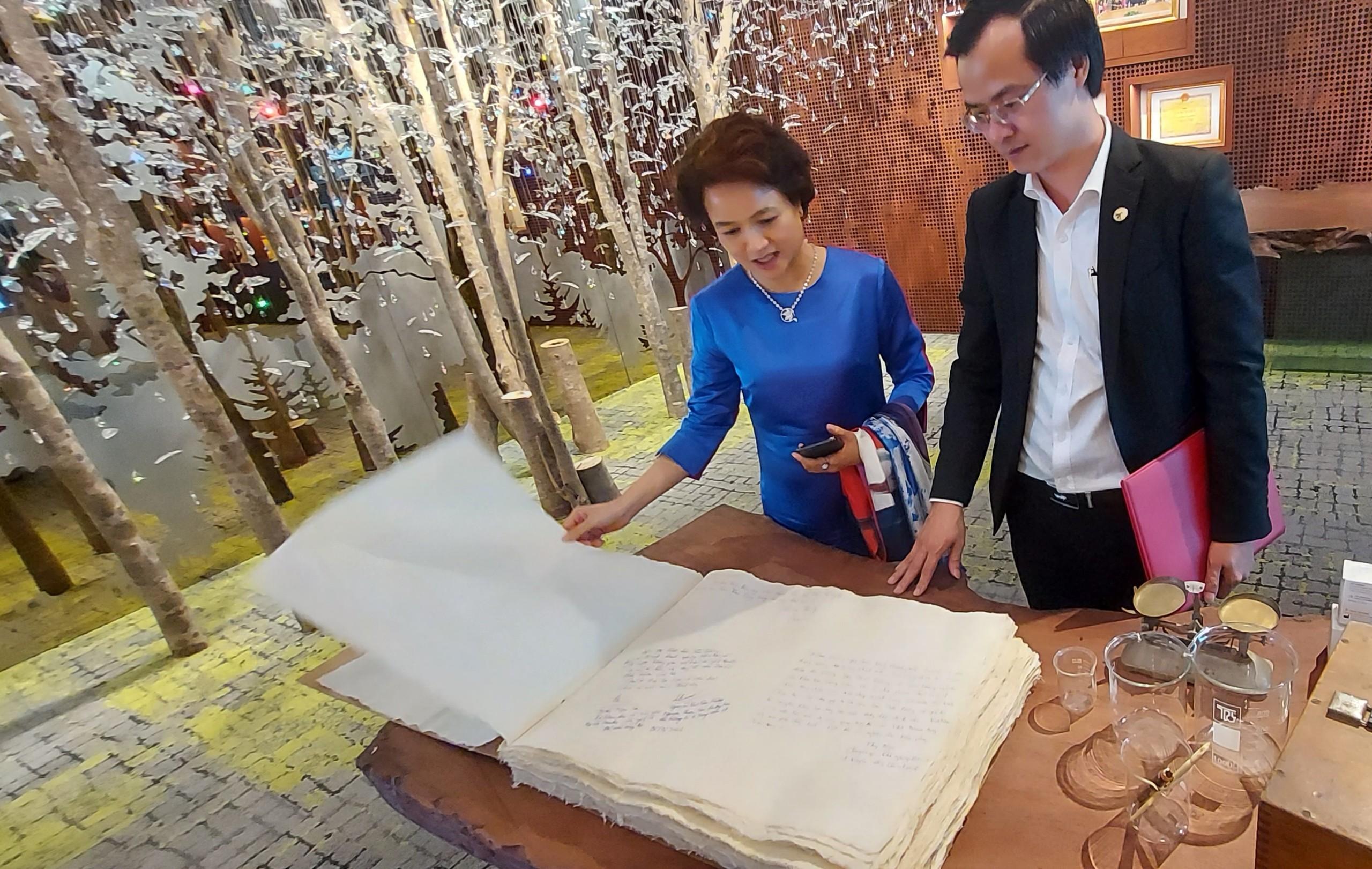 Thăm khu trưng bày Thảo dược của Công ty CP Sao Thái Dương.