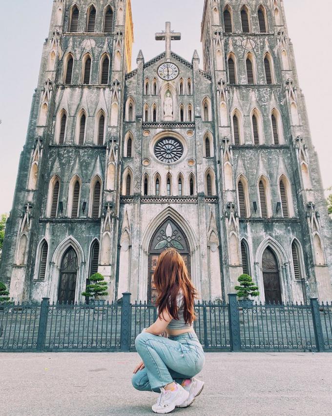 Chụp ảnh sống ảo cực chất tại Nhà thờ lớn Hà Nội. Ảnh: Vietnam Explorer News Channel .